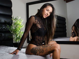 anacarolinaa 20 y. o. cam babe does not want to show her shaved pussy during sensual stpiptease